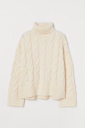 Sweter w warkocz z golfem